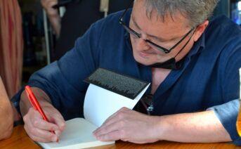 Firma de libros de Alfonso Aguado